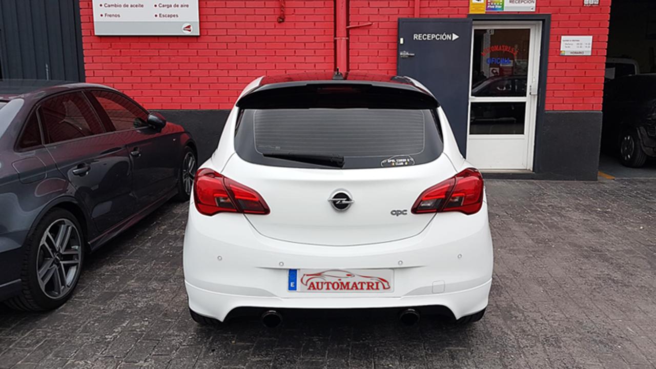 Opel corsa Opc después de ser reparado en Automatri
